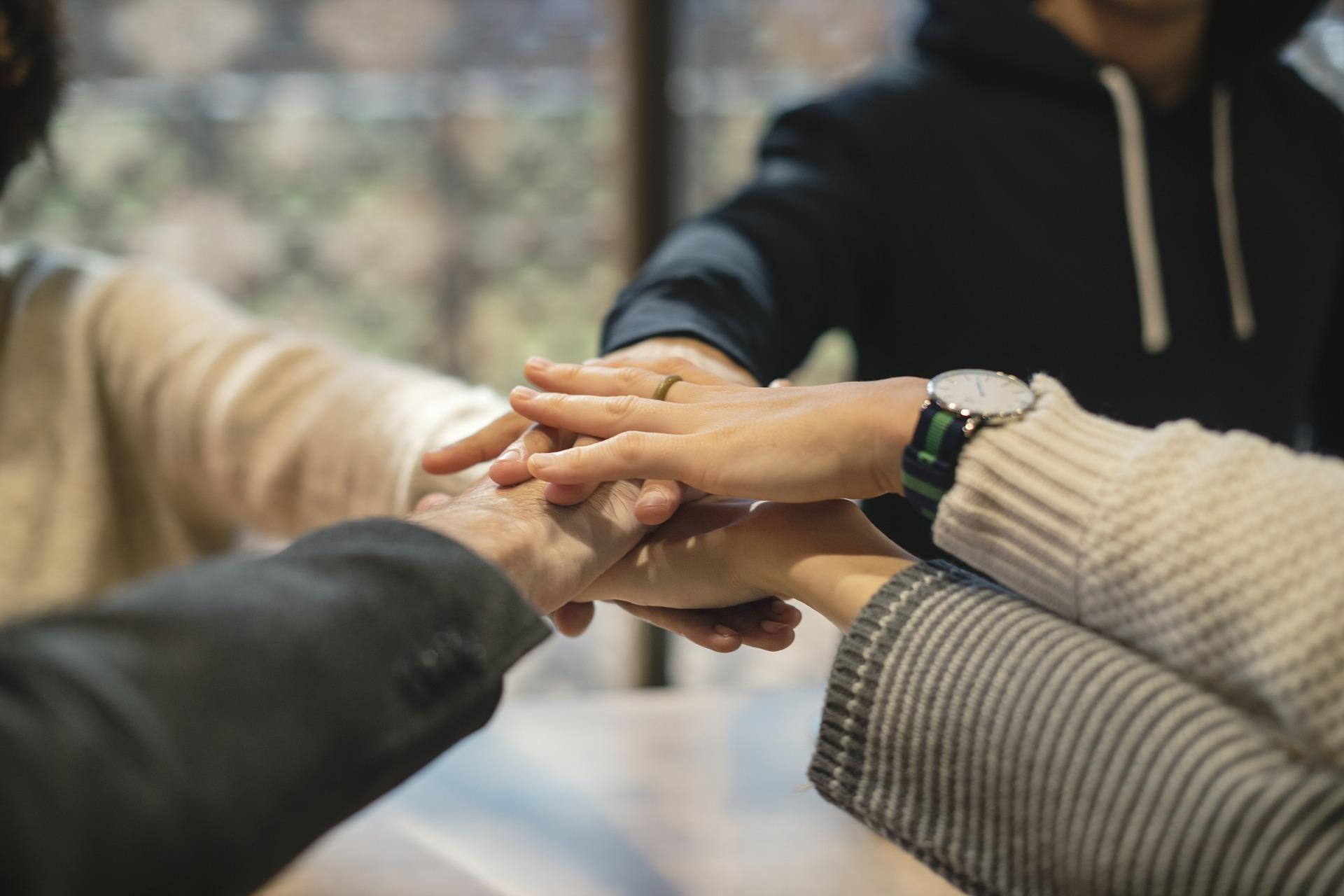 Imprezy firmowe – dlaczego warto je organizować?