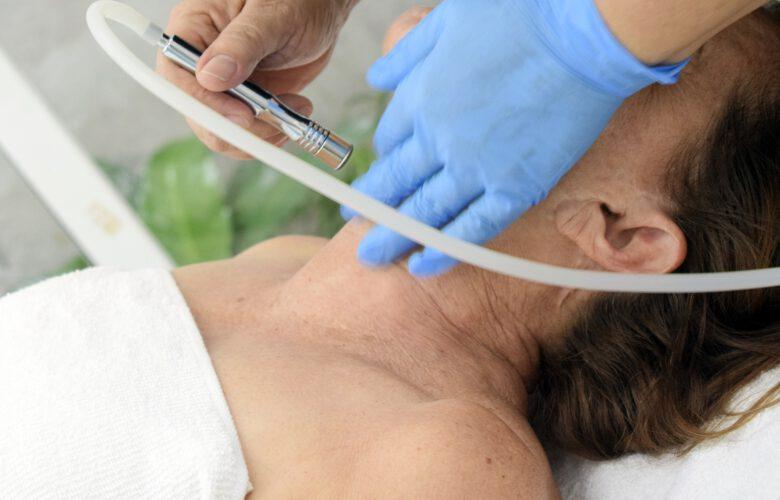 Jak znaleźć dobrą kosmetyczkę oraz z jakich zabiegów warto skorzystać?